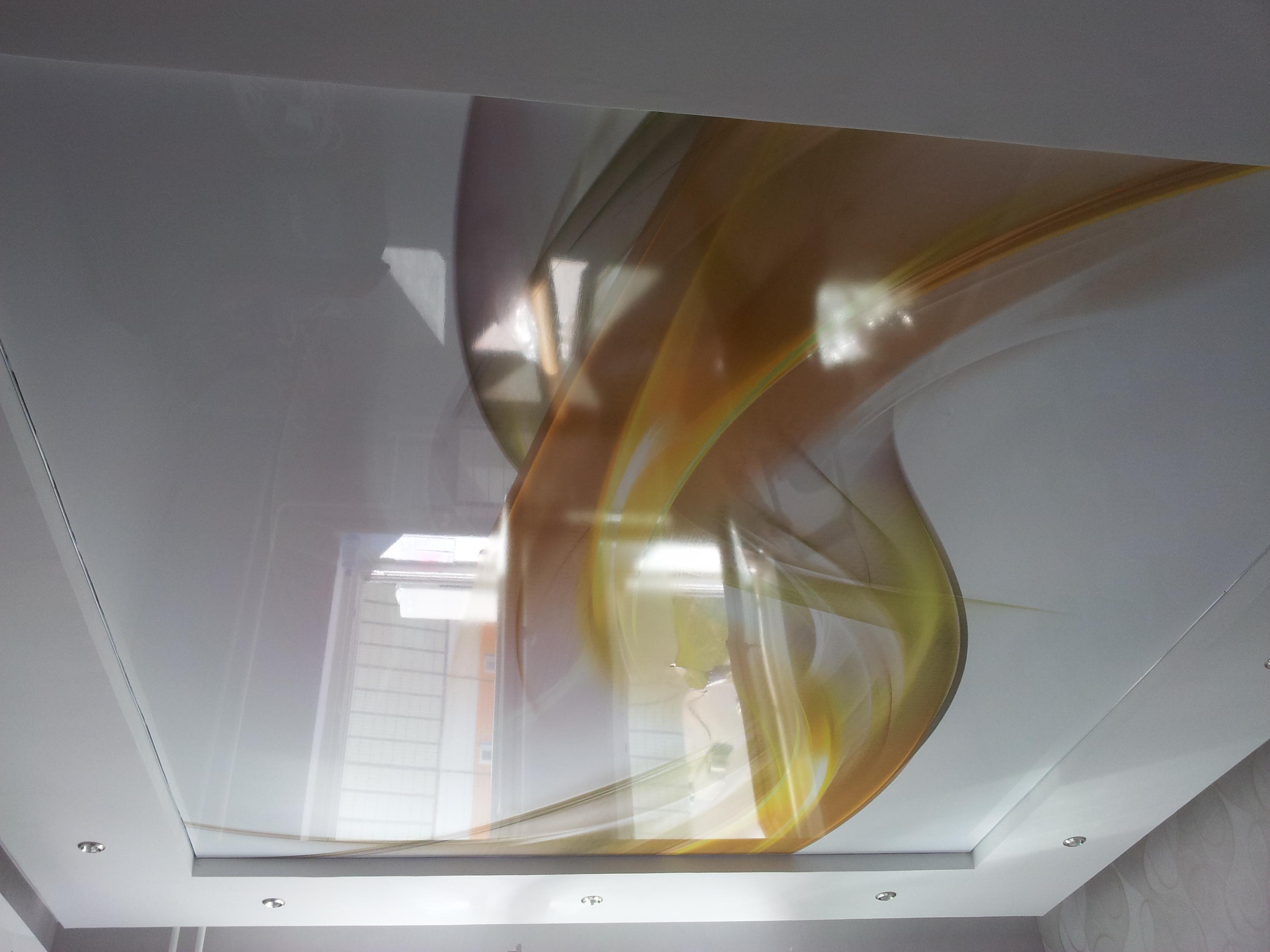 только натяжной потолок с абстракцией фото строчки